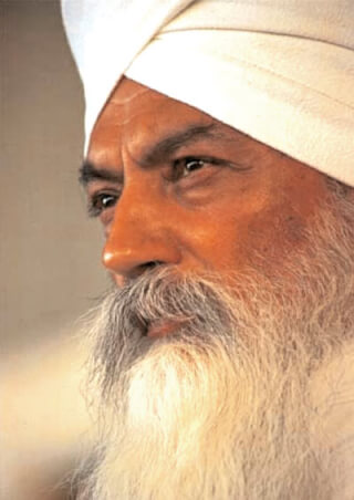 This image has an empty alt attribute; its file name is Yogi-Bhajan-Visionary.jpg